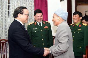 Bí thư Thành ủy Hoàng Trung Hải thăm, chúc Tết các tướng lĩnh cao cấp đã nghỉ hưu