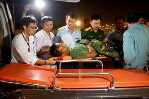 Trực thăng cấp cứu quân nhân từ Đảo Thổ Chu về sân bay Tân Sơn Nhất an toàn