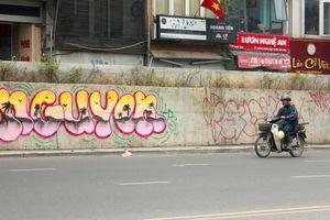 'Bút tặc' tấn công tuyến đường trăm tỉ tại Hà Nội
