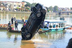 Nghi án chồng lái xe chở cả nhà lao xuống sông tự tử: Thêm thông tin đau xót