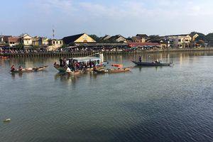 Ôtô lao xuống sông Thu Bồn, 3 người trong gia đình mất tích ở Hội An