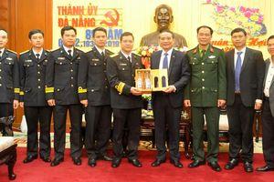 Lữ đoàn Tàu ngầm 189 Hải quân thăm, chúc Tết Thành ủy