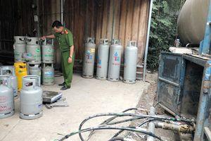 Điều tra vụ sang chiết gas quy mô lớn trong bãi đậu xe của doanh nghiệp