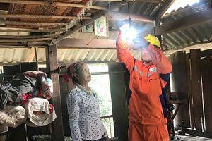 Điện lưới quốc gia về xã Tén Tằn, Mường Lát trước Tết