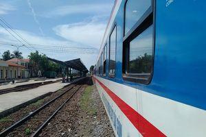 Tàu SE1 trật bánh ở Bình Thuận, đường sắt bắc nam tê liệt