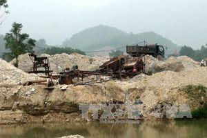 Ngang nhiên nổ mìn khai thác khoáng sản trái phép ở Sơn Dương