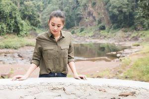 Tiểu Vy thăm giếng nước sạch ở bản Nịu, tặng quà Tết bà con dân bản