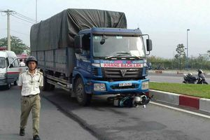 Va chạm với xe tải, 9X thiệt mạng ngày giáp Tết ở Sài Gòn