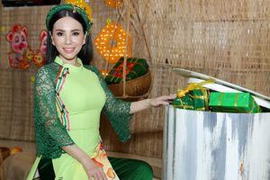 Hoa hậu Đại sứ Quý bà Hoàn vũ Thế giới duyên dáng với áo dài