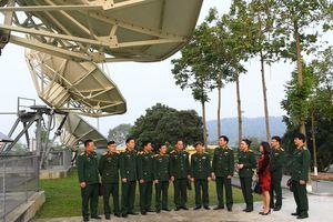 Báo Quân đội nhân dân thăm và chúc Tết cán bộ, chiến sĩ Binh chủng Thông tin liên lạc