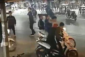 Hàng chục côn đồ truy sát người tại quán ăn đêm