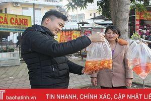 Hà Tĩnh: Cá chép đỏ 'đắt khách' ngày tiễn ông Táo về trời