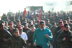Tổng thống Venezuela Nicolas Maduro thị sát căn cứ quân sự