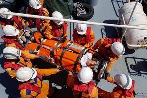 Cứu nạn du khách Mỹ bị bệnh nặng trên du thuyền ở Nha Trang