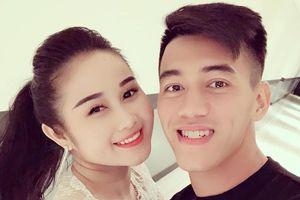 Cầu thủ tuyển Việt Nam hẹn hò ngay với bạn gái sau khi về nước