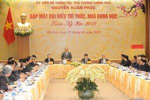 Thủ tướng Nguyễn Xuân Phúc gặp mặt các trí thức, nhà khoa học