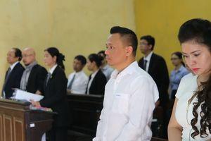 Ông Đặng Lê Nguyên Vũ và bà Lê Hoàng Diệp Thảo tranh chấp ly hôn: Hoãn xử