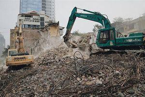 Hà Nội: Ô nhiễm lên mức nguy hại, công trình vô tư xả bụi