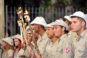 Sinh viên Cuba rước đuốc kỷ niệm ngày sinh José Martí