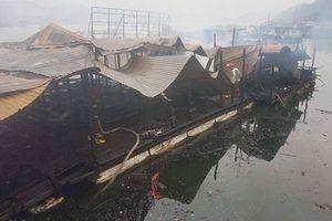 Nhà hàng bè nổi cháy dữ dội ngày cuối năm ở Vân Đồn, Quảng Ninh