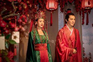 Nhân vật của Triệu Lệ Dĩnh và Phùng Thiệu Phong trong 'Minh Lan truyện' được làm tượng sáp trong bảo tàng Thượng Hải