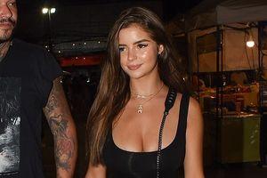 Siêu mẫu Demi Rose mặc đồ bó sát đi dạo phố ở Thái Lan