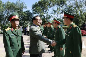 Bí thư Thành ủy Hà Nội thăm, chúc Tết cán bộ, chiến sĩ Trung đoàn Bộ binh 692