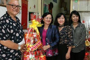 Lãnh đạo Thành ủy TP HCM thăm và chúc tết nghệ sĩ