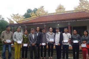 Báo SGGP trao quà tết cho thân nhân các nạn nhân vụ TNGT ở Lương Điền