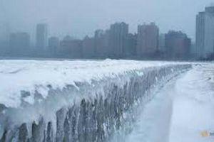 Lạnh hơn Nam Cực ở Mỹ: Đốt đường ray cho tàu chạy