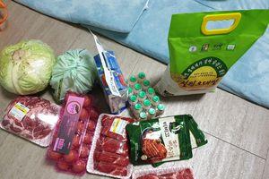 Vừa về Hàn Quốc, HLV Park Hang-seo đem thực phẩm tới thăm Đình Trọng, Lục Xuân Hưng