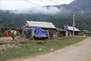 Chia sẻ khó khăn, chăm lo Tết cho đồng bào vùng lũ ở miền núi Nghệ An