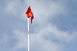 Lễ chào cờ thiêng liêng ở Trường Sa