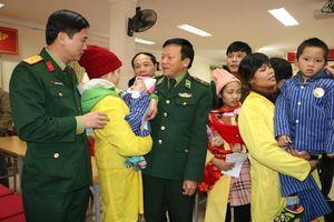 Thanh niên Quân đội và nụ cười trẻ thơ