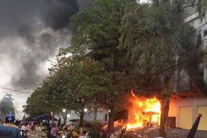 Chợ lớn nhất Thái Nguyên cháy ngùn ngụt ngày 27 Tết, tiểu thương thiệt hại nửa tỷ đồng