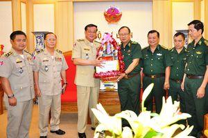 Công an tỉnh Svay Rieng chúc tết Cơ quan thường trực Bộ Tư lệnh BĐBP