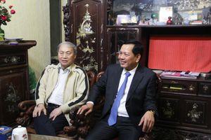 Phó Chánh án Nguyễn Văn Du chúc Tết gia đình các đồng chí nguyên lãnh đạo TANDTC