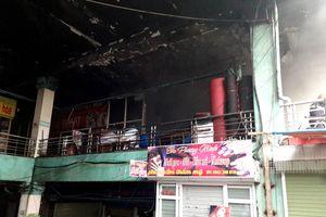 Cháy lớn cửa hàng bán chăn ga gối đệm ngày 27 Tết, nhiều hàng hóa bị thiêu rụi