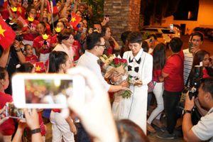 H'Hen Niê cảm động suýt khóc khi được chào đón nồng nhiệt tại Philippines
