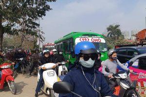 Đường phố Hà Nội vẫn ùn tắc nghiêm trọng ngày đầu nghỉ Tết