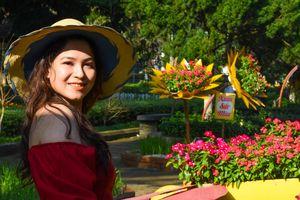 Giới trẻ rạng rỡ ở công viên hoa 'khát vọng mùa xuân'