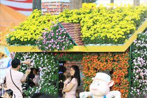 Người Sài Gòn đua nhau chụp ảnh cùng 'kỳ hoa dị thảo'