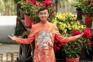 Bất ngờ với hình ảnh phổng phao của 'cậu bé dân ca' Hồ Văn Cường