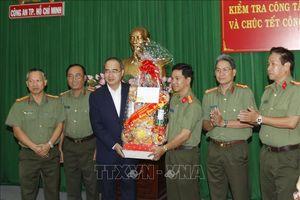 Bí thư Thành ủy TP Hồ Chí Minh Nguyễn Thiện Nhân thăm, chúc Tết lực lượng vũ trang và người dân
