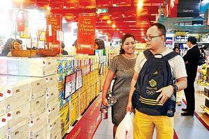 Người dân Singapore 'phải lòng' hàng Việt