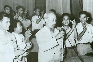 50 năm trước, Bác Hồ đọc thơ chúc Tết lần cuối trên VOV
