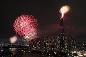 Pháo hoa rực sáng thời khắc giao thừa đón năm mới Kỷ Hợi