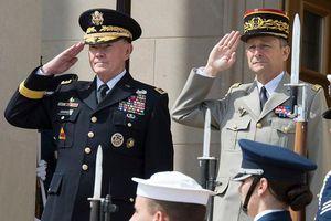Ngạc nhiên nguồn gốc động tác chào trong quân đội các nước