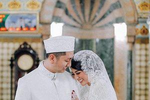 'Hoa hậu đẹp nhất thế giới 2016' cưới con trai cựu thống đốc Indonesia