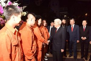 Tổng Bí thư, Chủ tịch nước Nguyễn Phú Trọng thăm công nhân trực đêm giao thừa